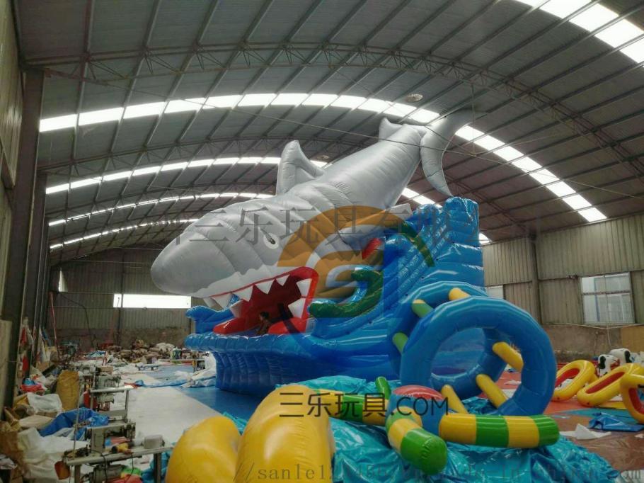 大鲨鱼水滑梯.jpg