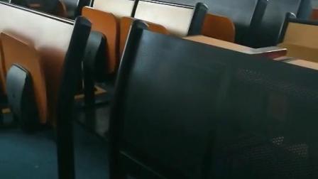联排课桌椅