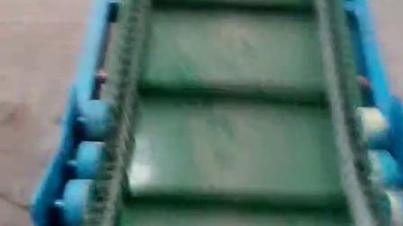 不锈钢PVC裙边格挡皮带机 倾斜颗粒粉料输送机