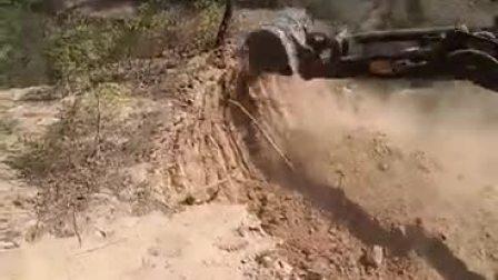 17山地开荒履带式挖掘机