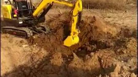 18型小型履带式挖掘机