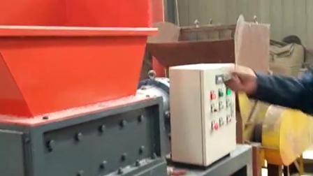 600型双轴撕碎机撕4mm厚的铁盘视频