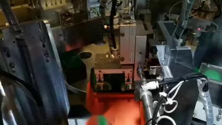 东莞维进厂家定制喷雾盖雾点自动组装机