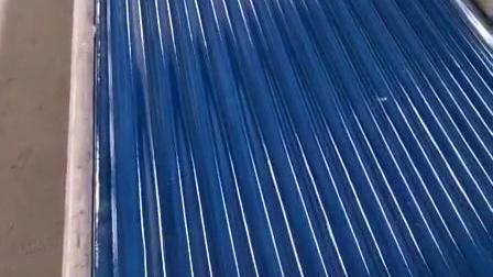 蓝色防腐板生产中