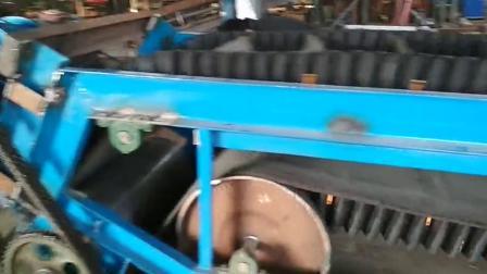 Z字型大倾角裙边隔段输送机