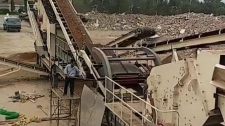 一体式移动石料破碎机生产线 山东移动碎石机