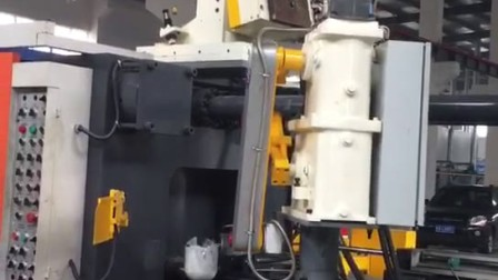 隆华900T压铸机在现场