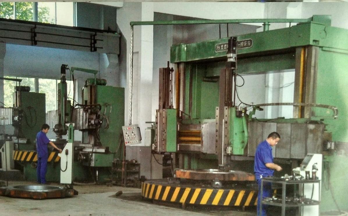 公司专业生产各类破碎机、制砂机、筛分机、